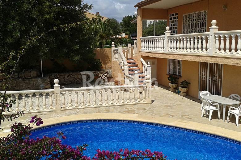 Chalet vallado con piscina privada para 8 9 person calpe for Alquiler chalet piscina privada comunidad valenciana