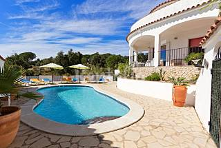 Agréable villa pour 8 personnes à 4 km de la plage Gérone