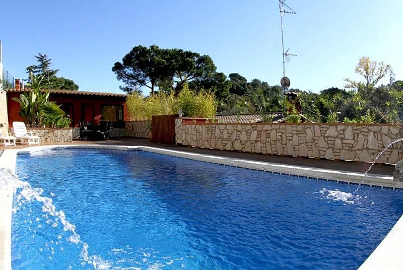 Preciosa villa kamuz con piscina internet jard n for Piscina jardin girona