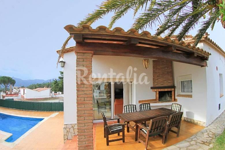 Bonita villa perdiu con piscina terraza barbacoa mas - Barbacoa para terraza ...