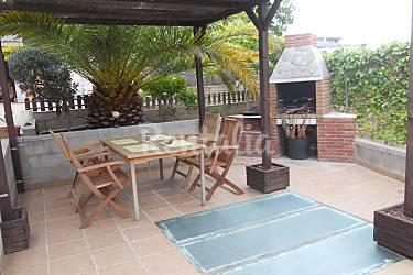 Villa con piscina privada barbacoa y jardin segur de for Barbacoa y piscina madrid