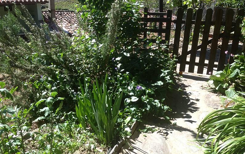 Aptos. Jardín Cáceres Robledillo de Gata Casa en entorno rural - Jardín