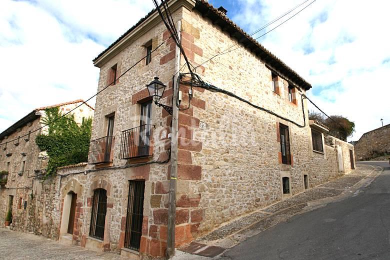 Casa de piedra con patio y chimenea en sig enza sig enza - Chimeneas en guadalajara ...