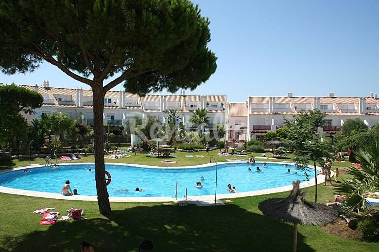 Casa con vistas a la piscina cerca de la playa nuevo for Piscina playa precio