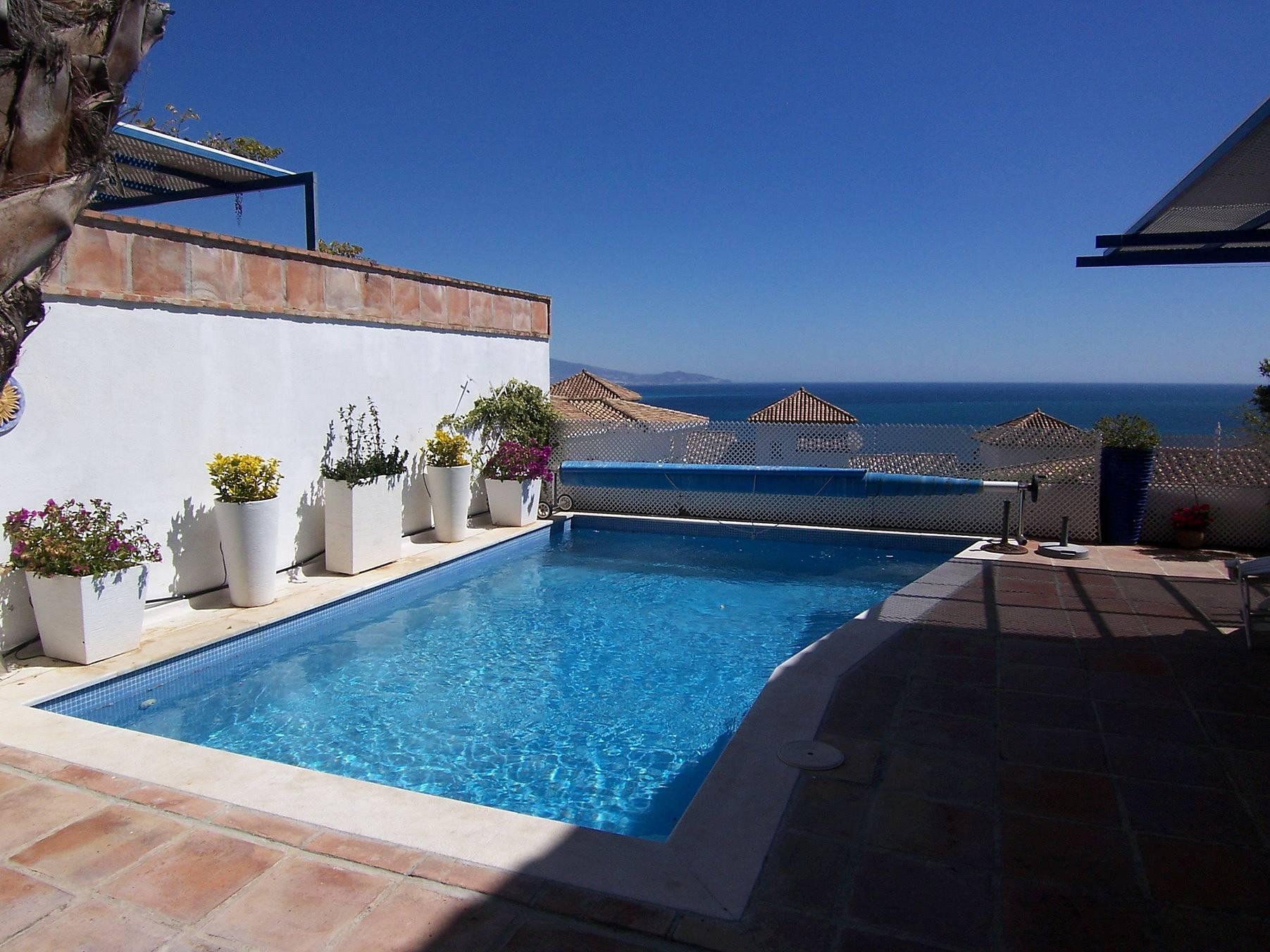casa con piscina privada y aire acondicionado la