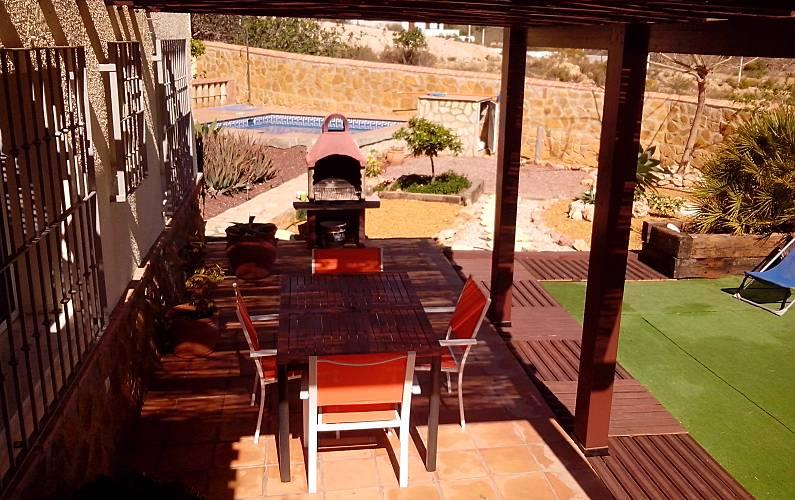 Casa en monta a con piscina privada y barbacoa b dar for Casa ciudad jardin almeria