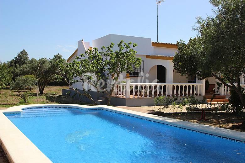 Villa ana con piscina en el palmar el palmar vejer de for Piscina de cadiz