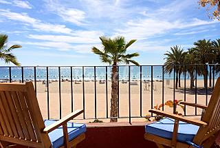 Charming apartment for rent on beach front line Alicante