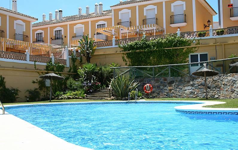 Precioso adosado en islantilla con piscina y padel for Piscinas picornell padel