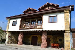 2 Apartamentos con jacuzzi a 10 km playa 2-5 pers Cantabria
