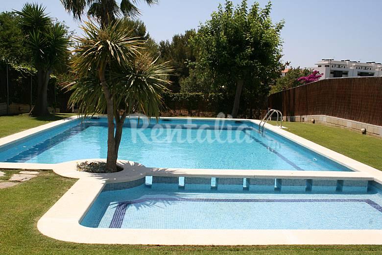 Lujosa casa con piscina y jardin a 5 minutos de la for Casa con jardin barcelona