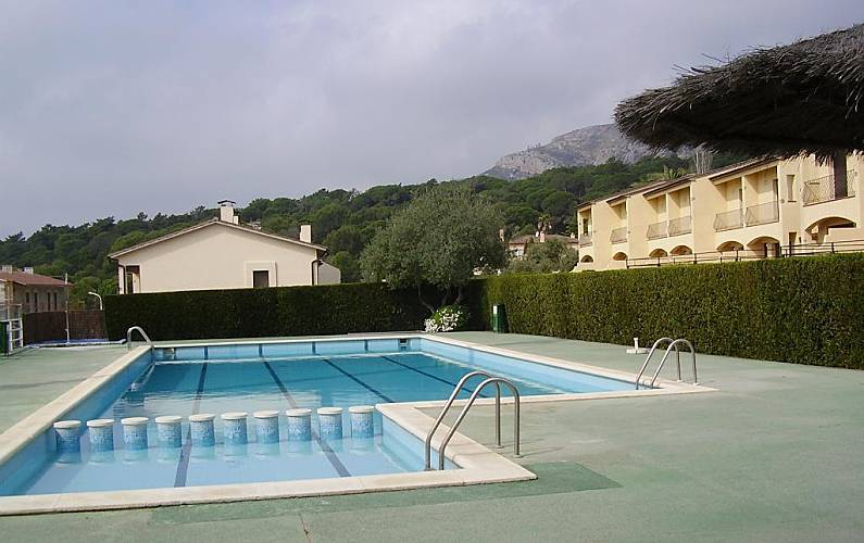 Casa nueva costa brava playa piscina jard n l for Piscina jardin girona