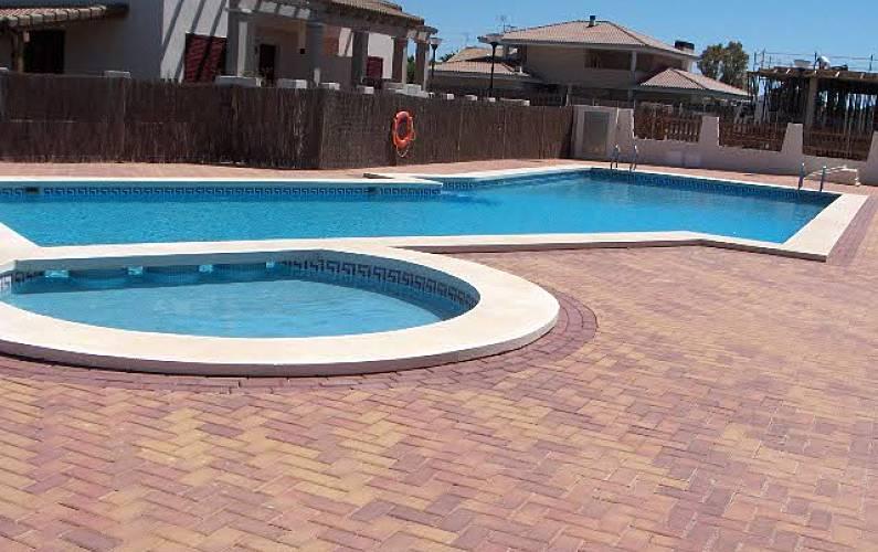 Casa para 4 personas a 200 m de la playa almarda for Piscina sagunto