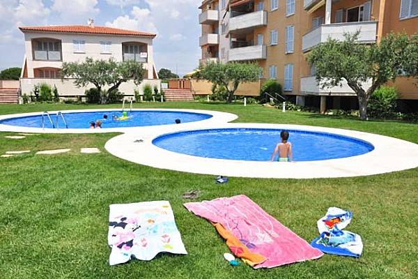 Apartamentos en cambrils a 450 m de la playa cambrils for Apartamentos jardin playa larga tarragona