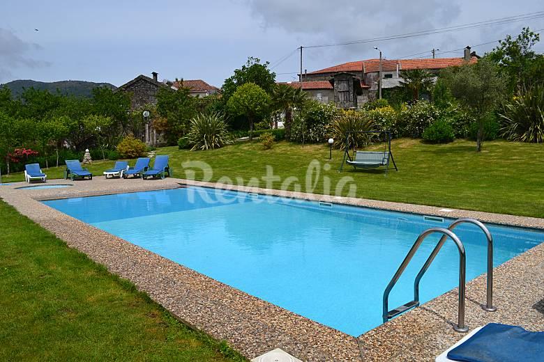 Casa con internet jard n piscina y barbacoa rossas for Casas con jardin y piscina