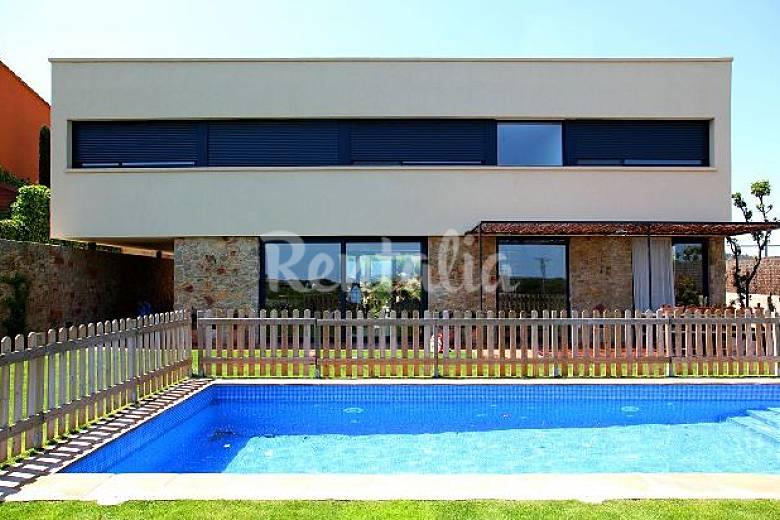 Casa con piscina gran jard n porche barbacoa v for Piscina jardin girona