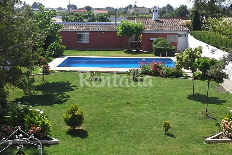 Chalet con piscina privada y jardin pinseque zaragoza for Piscinas publicas zaragoza