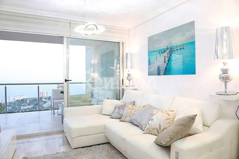 Piso de lujo de 2 habitaciones a 600 m de la playa for Pisos en la playa