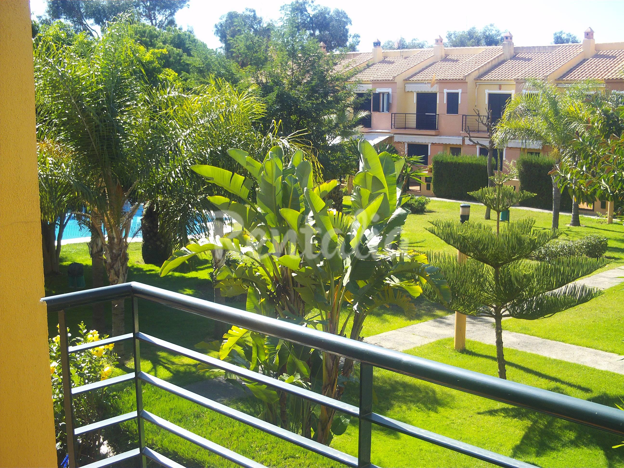 Casa en pleno campo de golf a 800 m de la playa - Rentalia islantilla ...