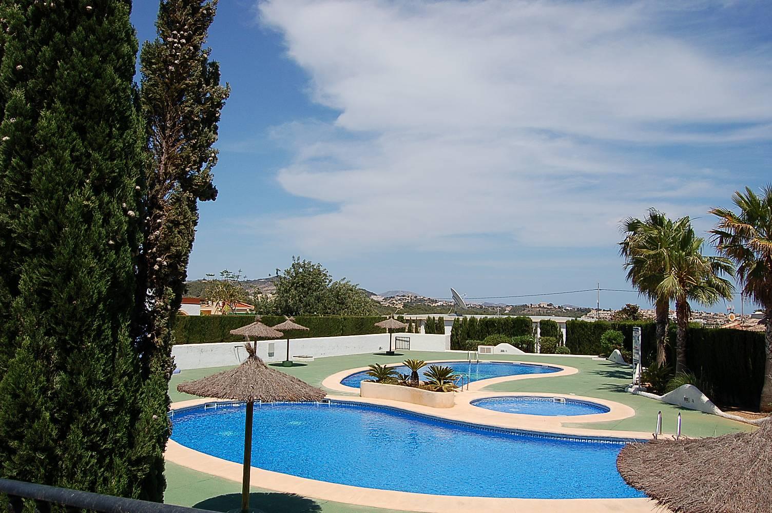 Hermoso bungalow con piscina comunitaria calpe calp for Piscinas calpe