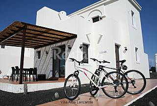 Villa for 4-6 people only 180 meters from the beach Lanzarote