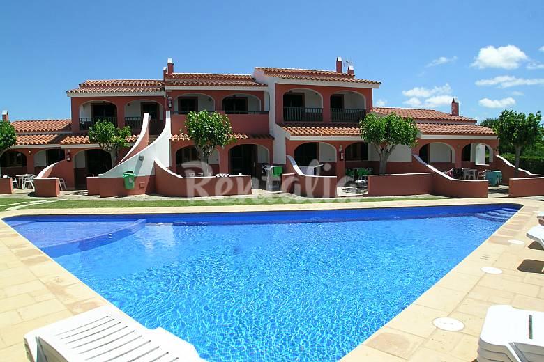 Apartamentos con piscina a 400 m de la playa cales for Apartamentos vacacionales con piscina