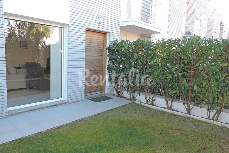Casa en alquiler a 1500 m de la playa creixell for Apartamentos jardin playa larga tarragona