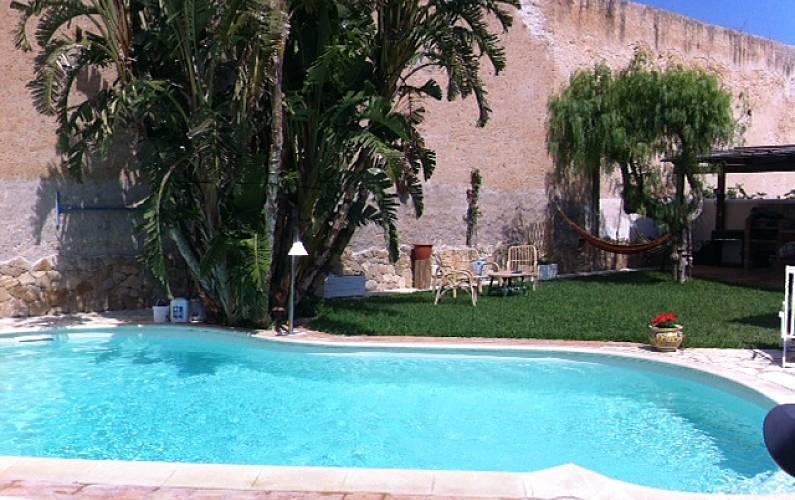 Casa para 2 personas a 1000 m de la playa alcamo marina for Piscina jardin 727