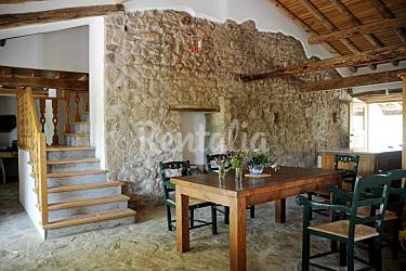 Casa para 6 13 personas con piscina santa maria de - Case di campagna interni ...