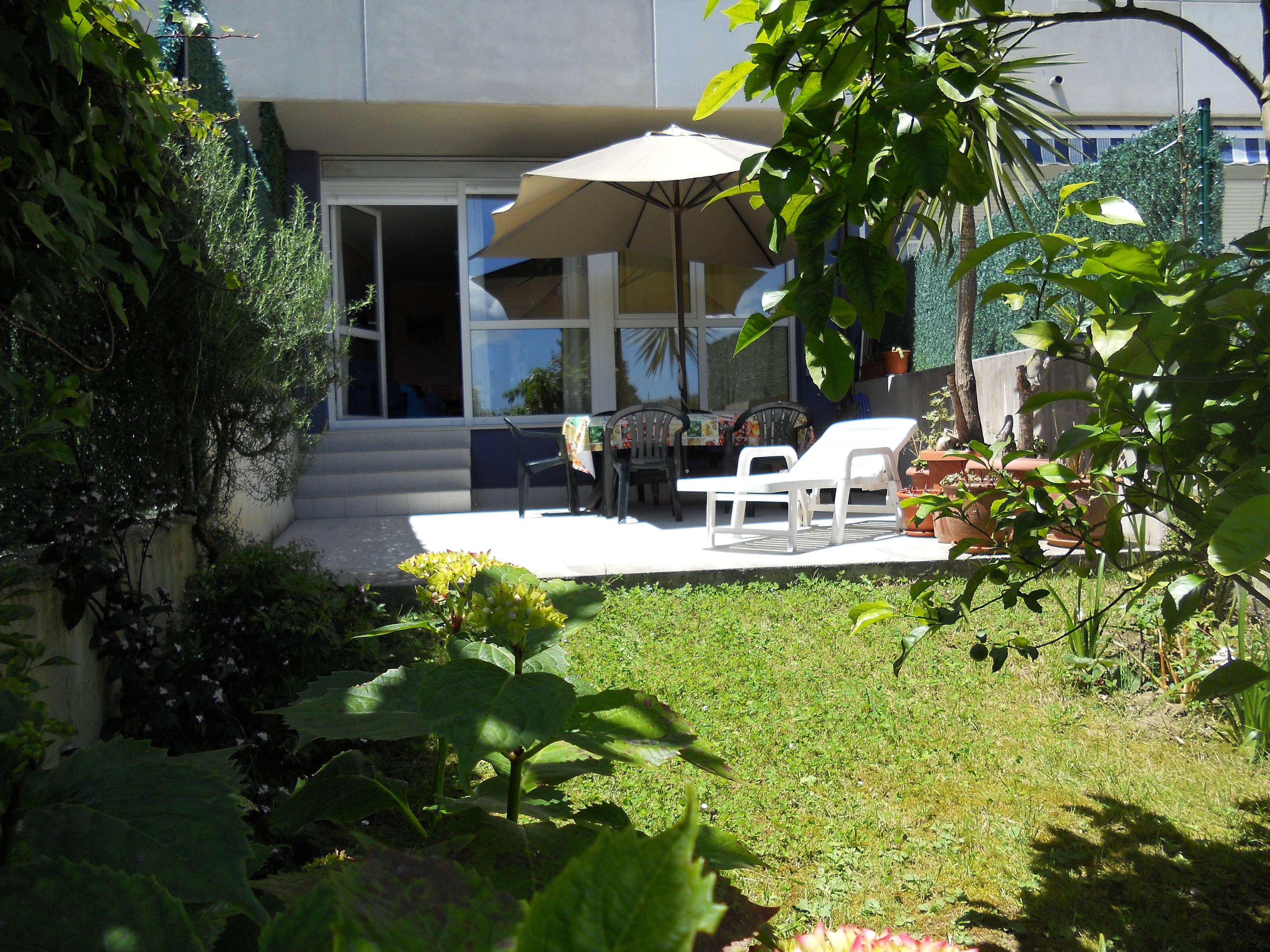 rez de jardin 6 pers 200 mts plage ostende castro urdiales cantabrie chemin du nord. Black Bedroom Furniture Sets. Home Design Ideas