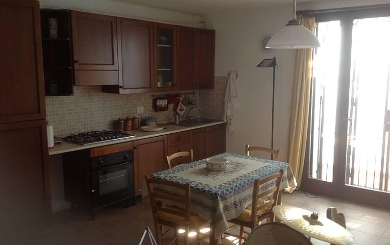 Apartamento para 2 4 personas a 1500 m de la playa - Ancona cocinas ...