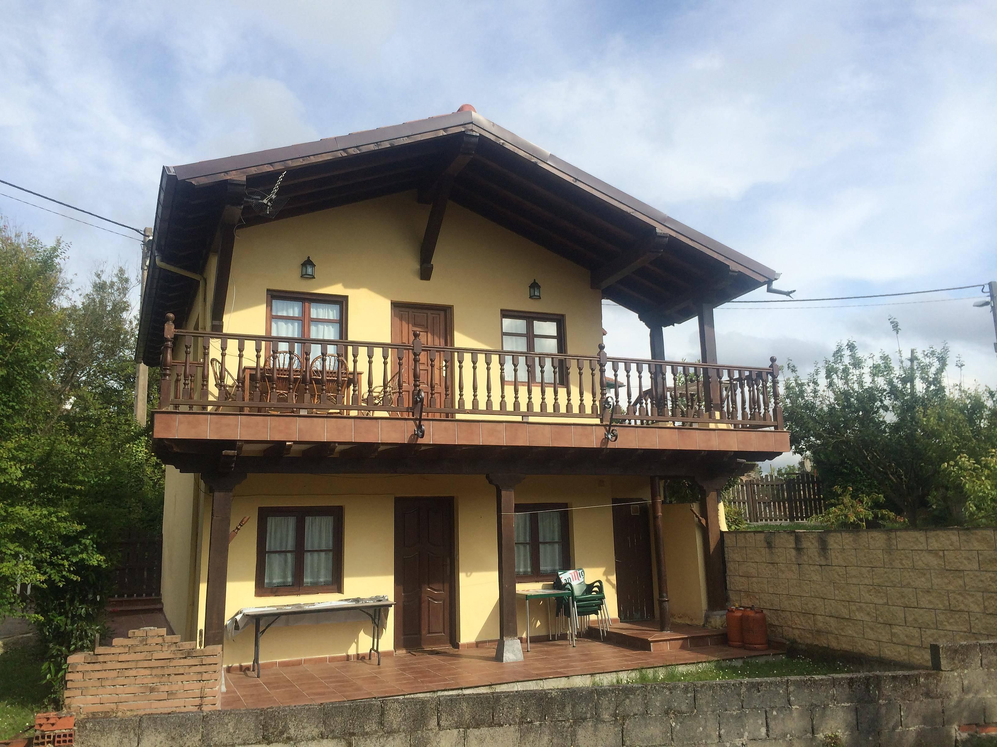 Alquiler de casas vacacionales en comillas cantabria rurales chalets bungalows - Casas vacacionales madrid ...