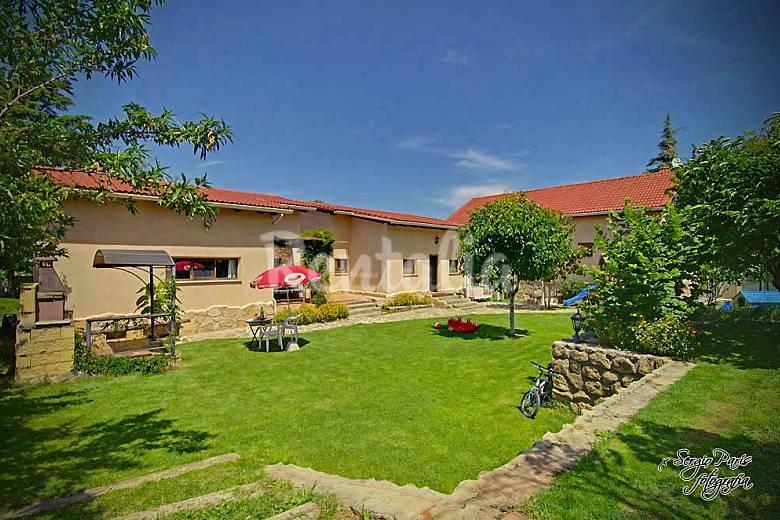 La huerta de arriba 4 casas robledo de chavela madrid for Casa y jardin madrid