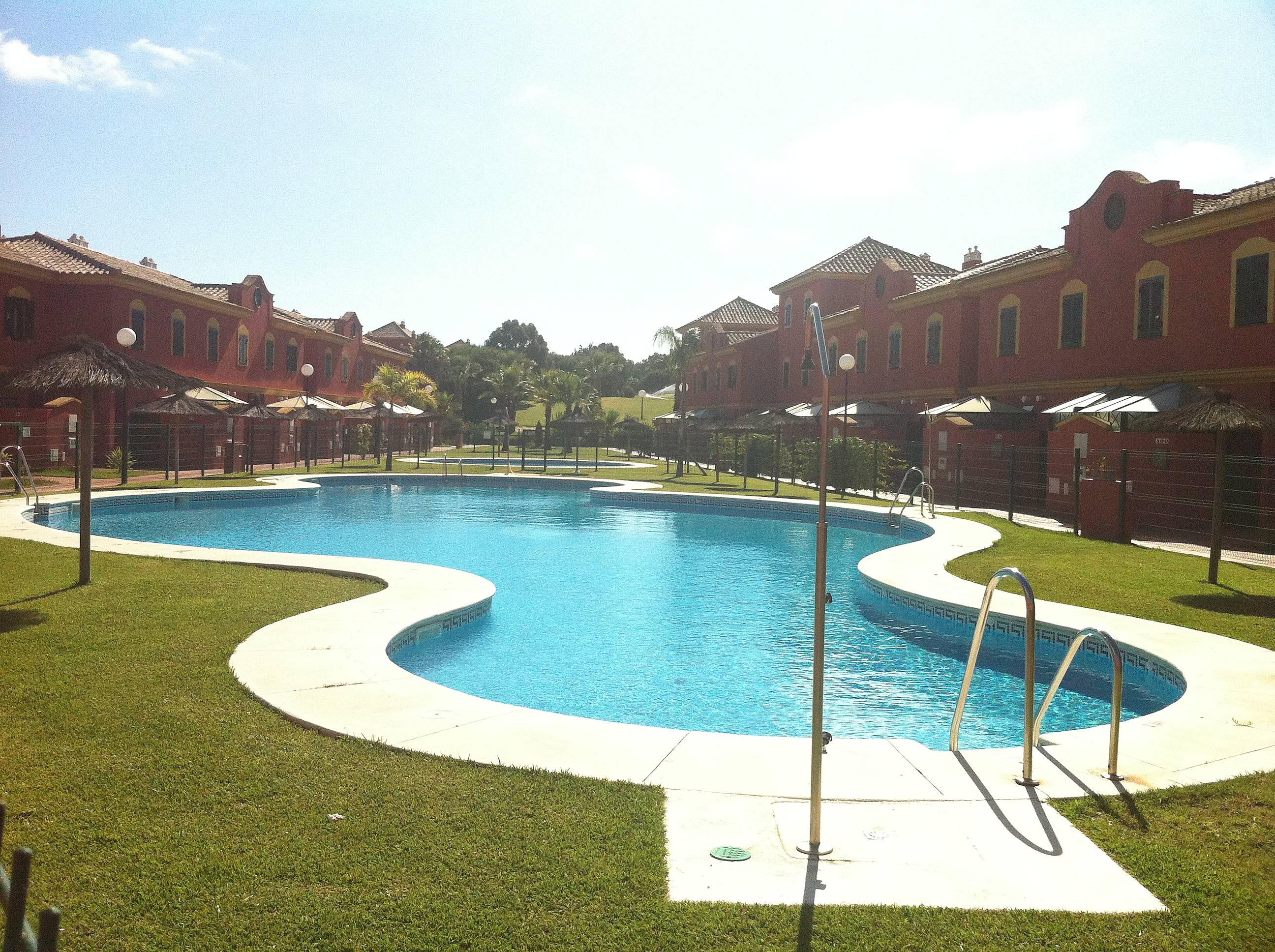 Chalet para 4 personas piscina cerca playa islantilla - Rentalia islantilla ...