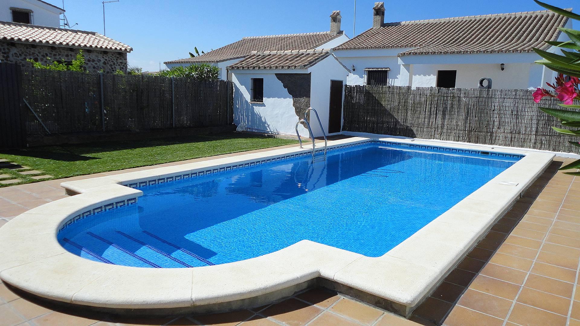 Casas con piscina comunitarias terraza privada conil de for Casas con piscina privada para vacaciones