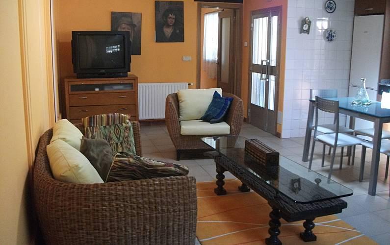 Casa para alugar em corunha a beca bri n corunha for Piscina brion
