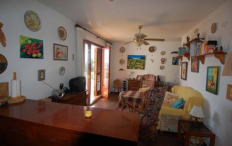Apartamento para 4 pessoas a 80 m da praia l 39 ampolla for Sala 0 tarragona