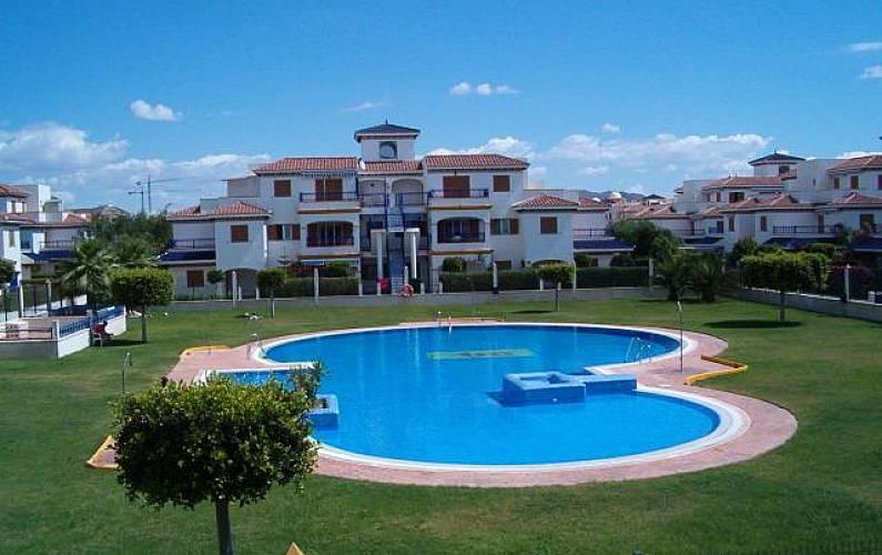 Apartamento de 2 habitaciones en 1a l nea de playa vera for Apartamentos en vera almeria