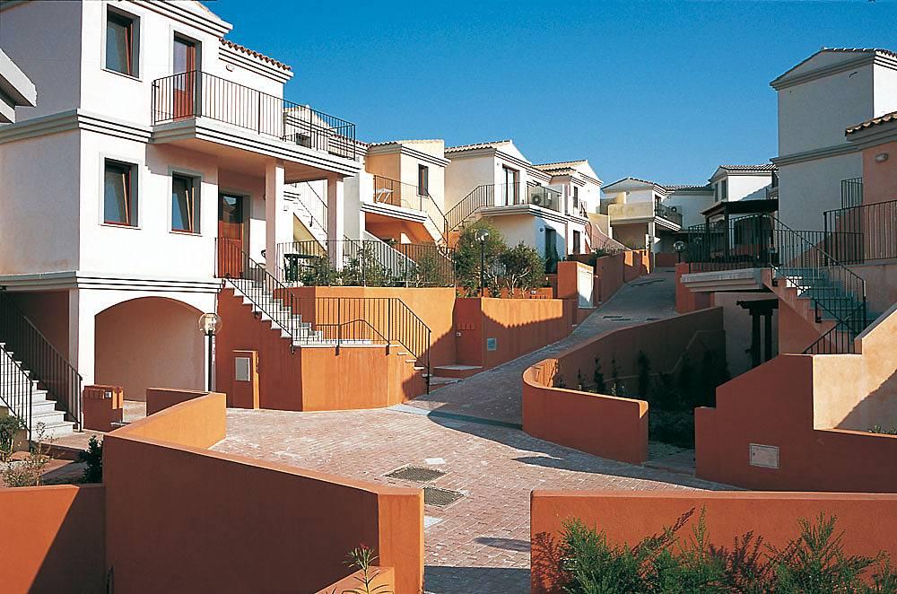 Appartamento in residence con piscina e spa san pasquale for Piscina santa teresa albacete
