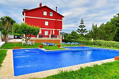 Piscina, jardín y barbacoa. A 800 m. de la playa. Pontevedra
