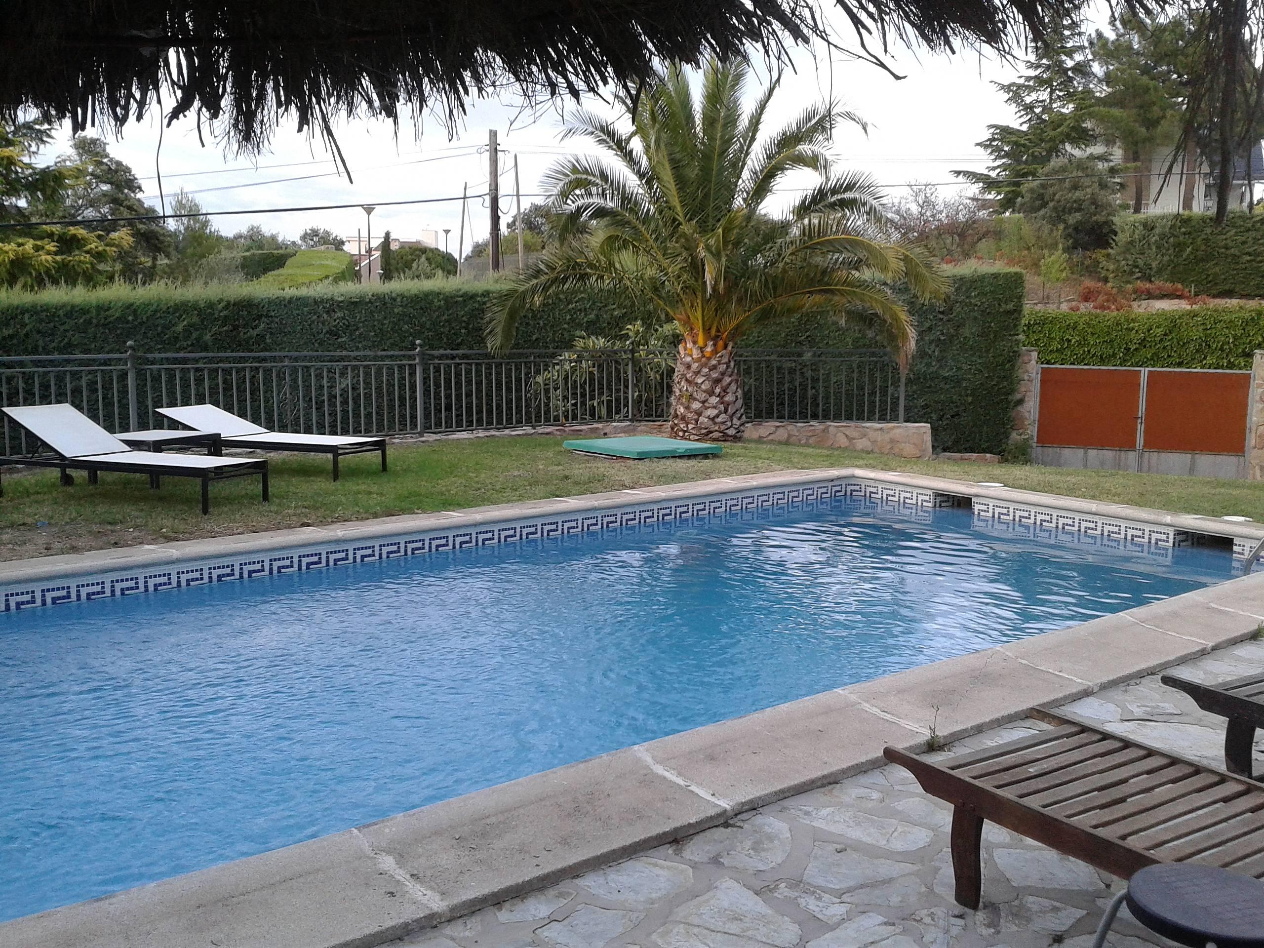 Villa avec piscine madrid 4 13 personnes valdemorillo for Piscine madrid