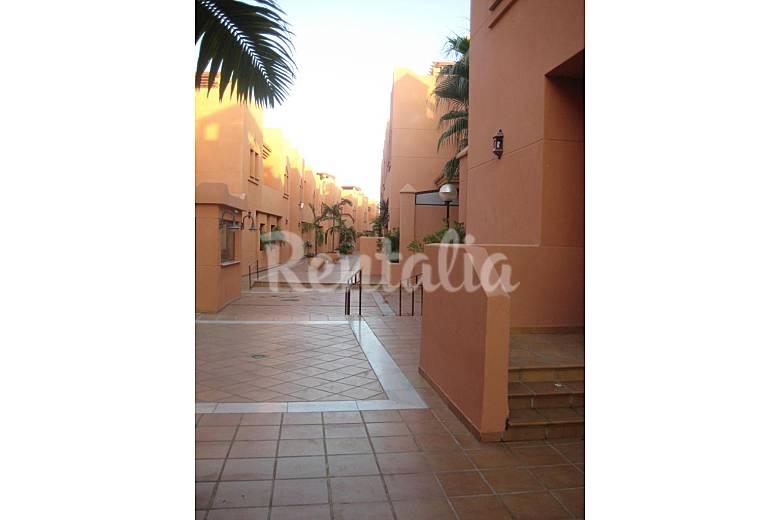 Casa adosada 400 m de playa urbanizaci n lujo playa for Urbanizacion jardin de la reina granada