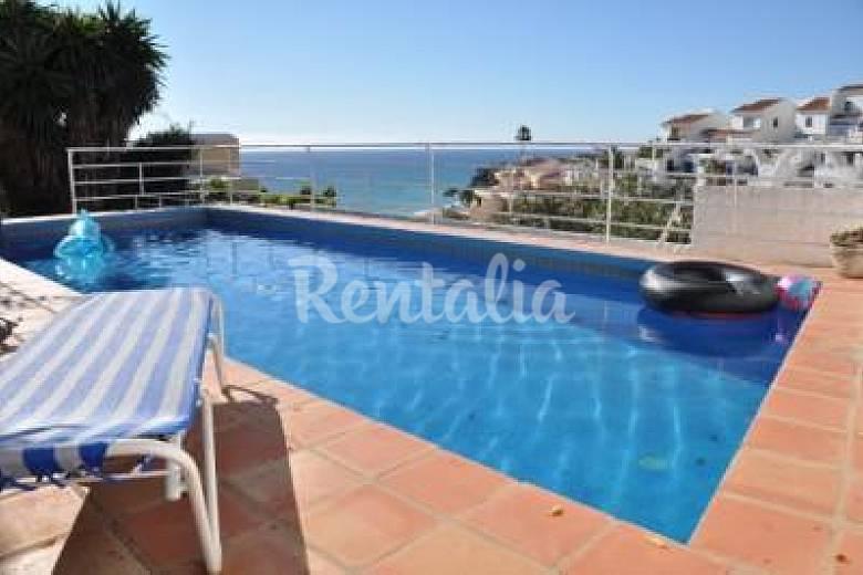 Villa con encanto piscina privada y vistas al mar nerja for Piscina publica malaga
