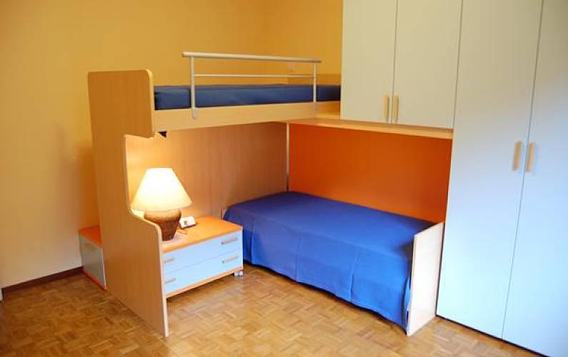 Casa per 5 persone con vista sul mare belmonte pianello - Descrizione camera da letto in inglese ...