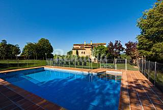 Villa for 17-20 people with swimming pool Girona