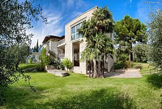 3 Apartamenti in villa di charme ad 1 km dal Lago di Garda Trento