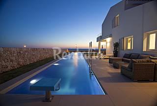 Villa lujo primera linea con piscina de 25m largo Menorca