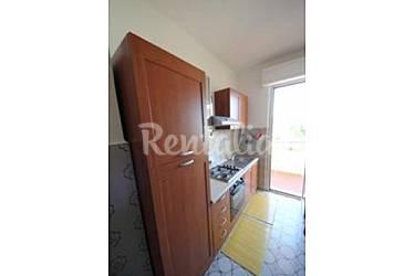 Apartamento para 2 4 personas a 100 m de la playa numana - Ancona cocinas ...