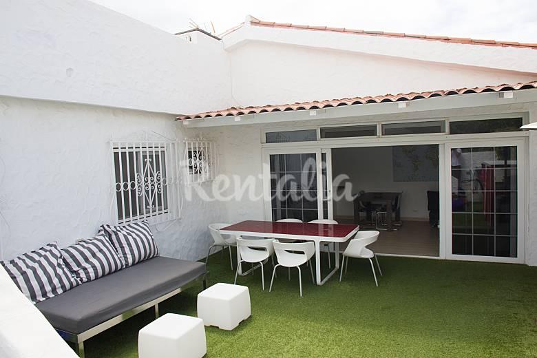 Casa para 5 personas a 100 m de la playa pasito blanco for Muebles san bartolome