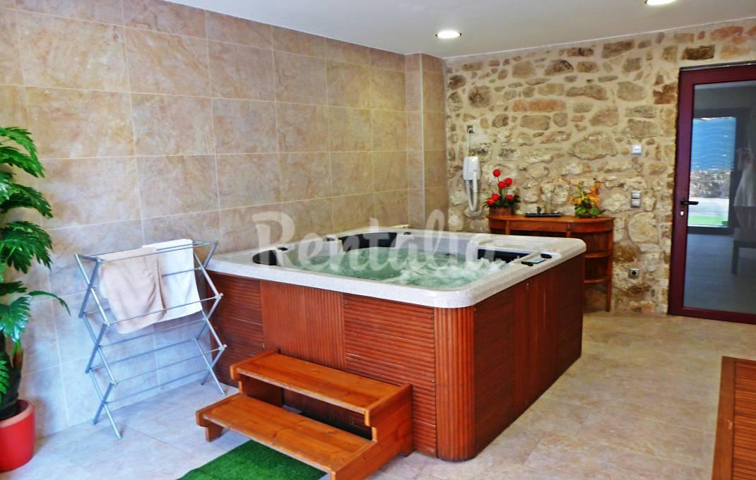 Casa para 13-16 personas con jacuzzi y piscina Lleida/Lérida